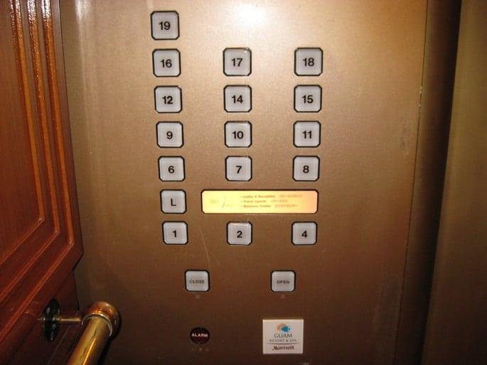 button thang máy không có số tầng 13