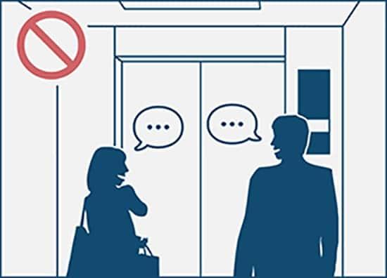 không nói chuyện trong thang máy